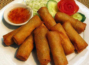Vegetable spring rolls with sweet n sour sauce